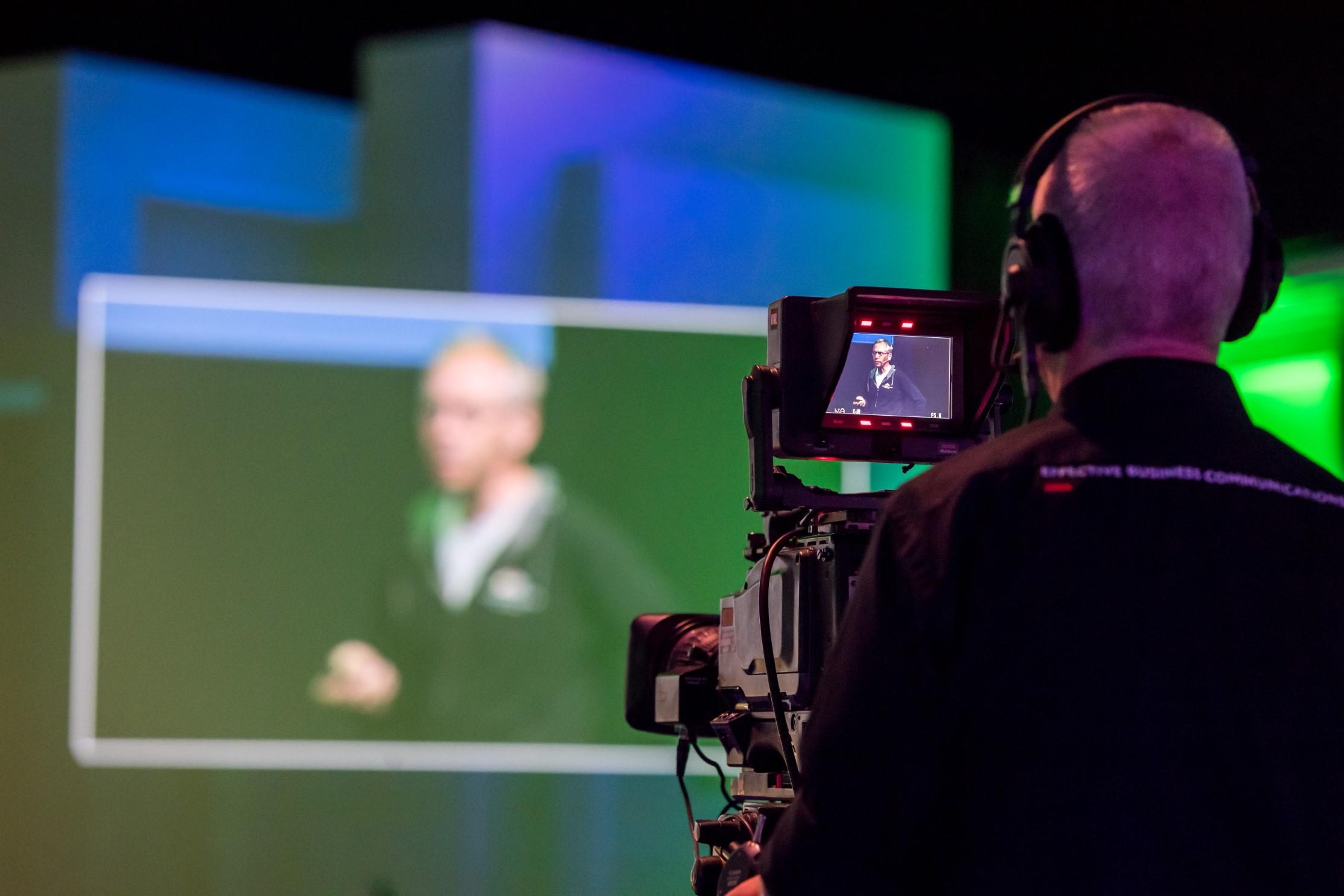 spreker op podium NBC Congresentrum